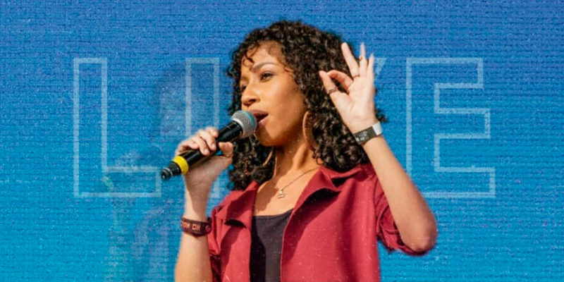 """Izabela Ryos faz live solidária """"Em Família"""" nesta segunda"""