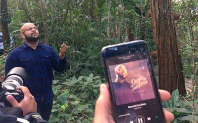 Tiago Peres grava clipe no Rio